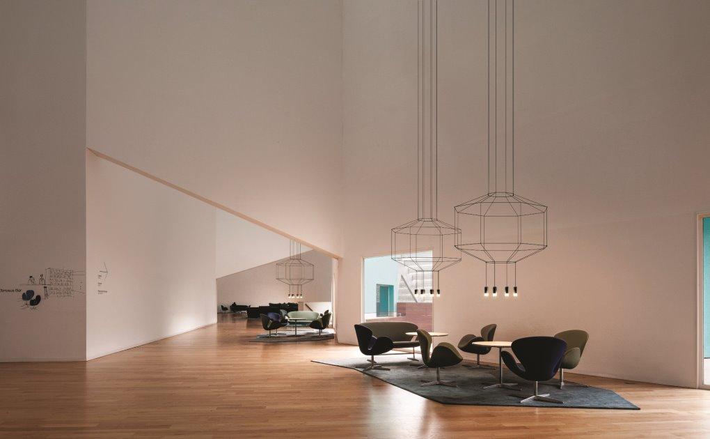 קולקציית הנברשות המודרניות Wireflow שעיצב אריק לוי ל- Vibia , קמחי תאורה,