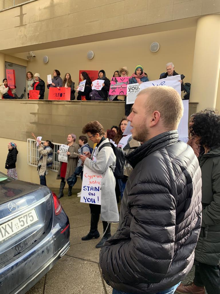 גיא ניומן בהפגנה