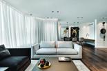 בעיצוב הדירה נעשה שימוש בחומרים טבעיים שמתיישנים יפה