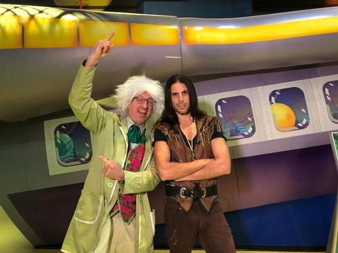 רוי בוי ופרופסור פוקס במתחם אושילנד