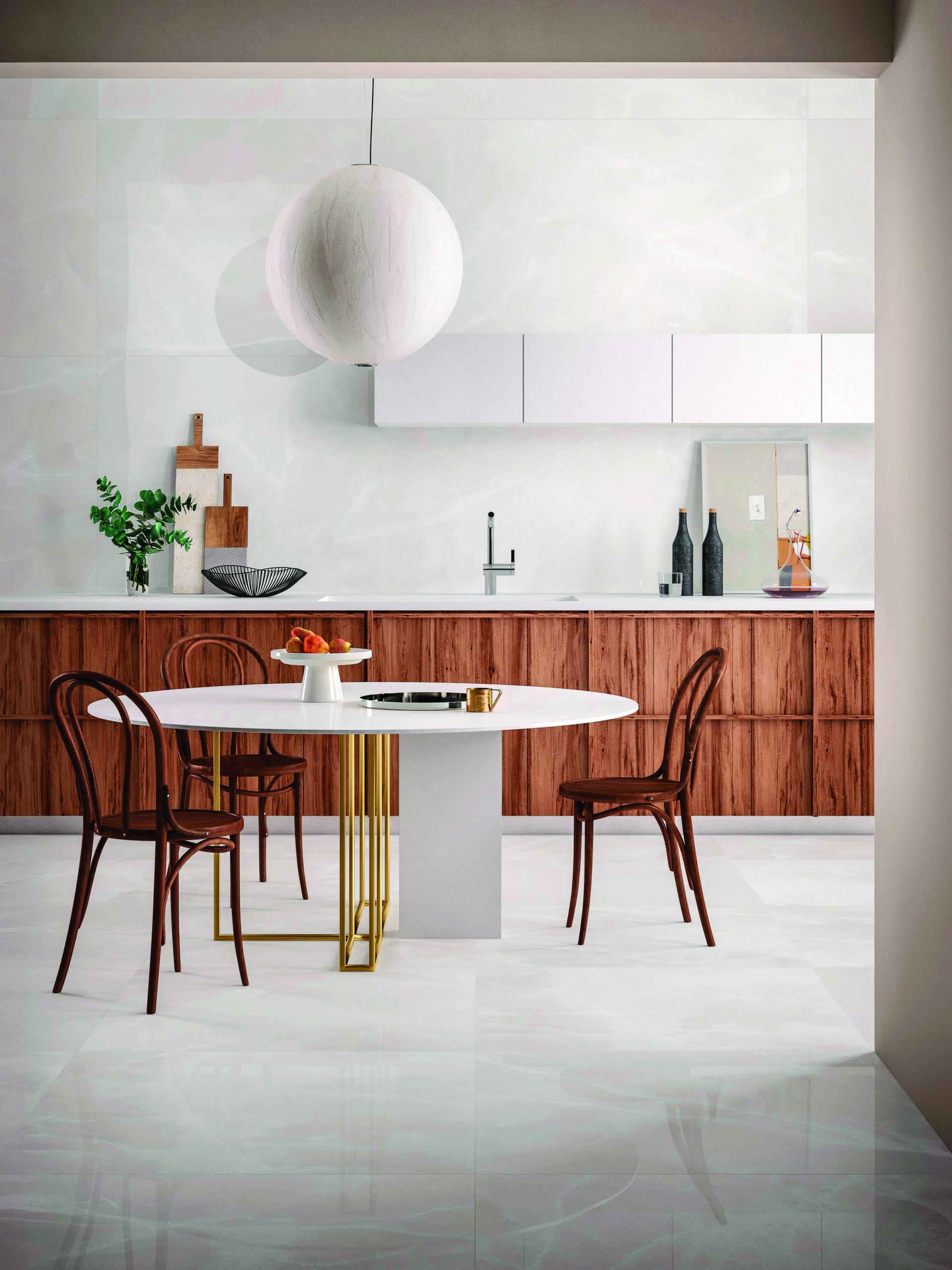 מטבח במראה עץ טבעי וחיפויי גרנית פורצלן מרצפה ועד תקרה מאפשרים עיצוב מקסימלי נטול תחזוקה, Cotto D'este