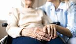 מטפלת בקשישים