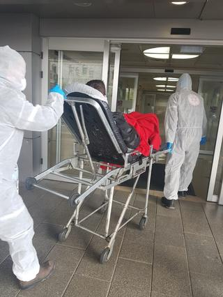 """אב המשפחה בכניסה לבית החולים רמב""""ם"""