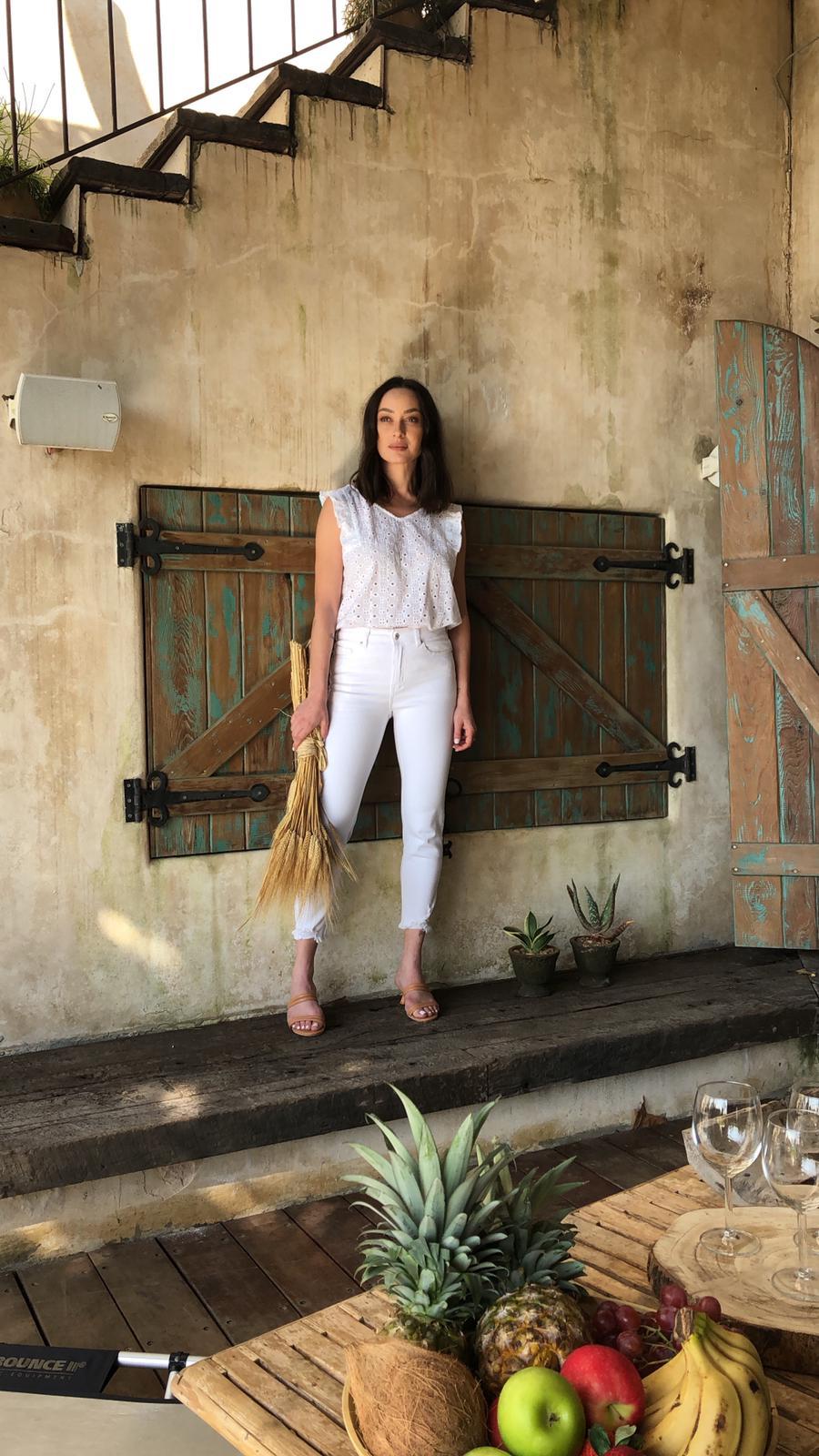 אנה ארונוב בצילומי הקמפיין