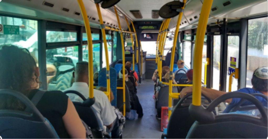 נתפס באוטובוס. למצולמים אין קשר לכתבה