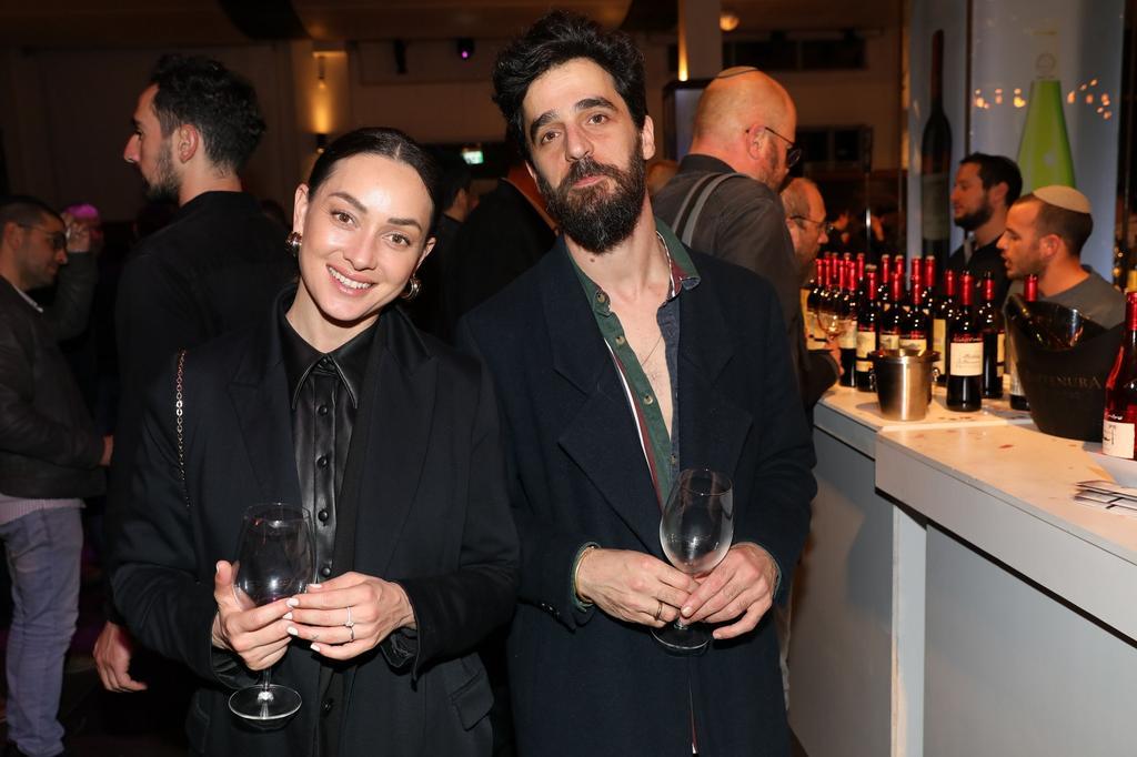 אנה ארונוב ובעלה באירוע של צור עולם של יין