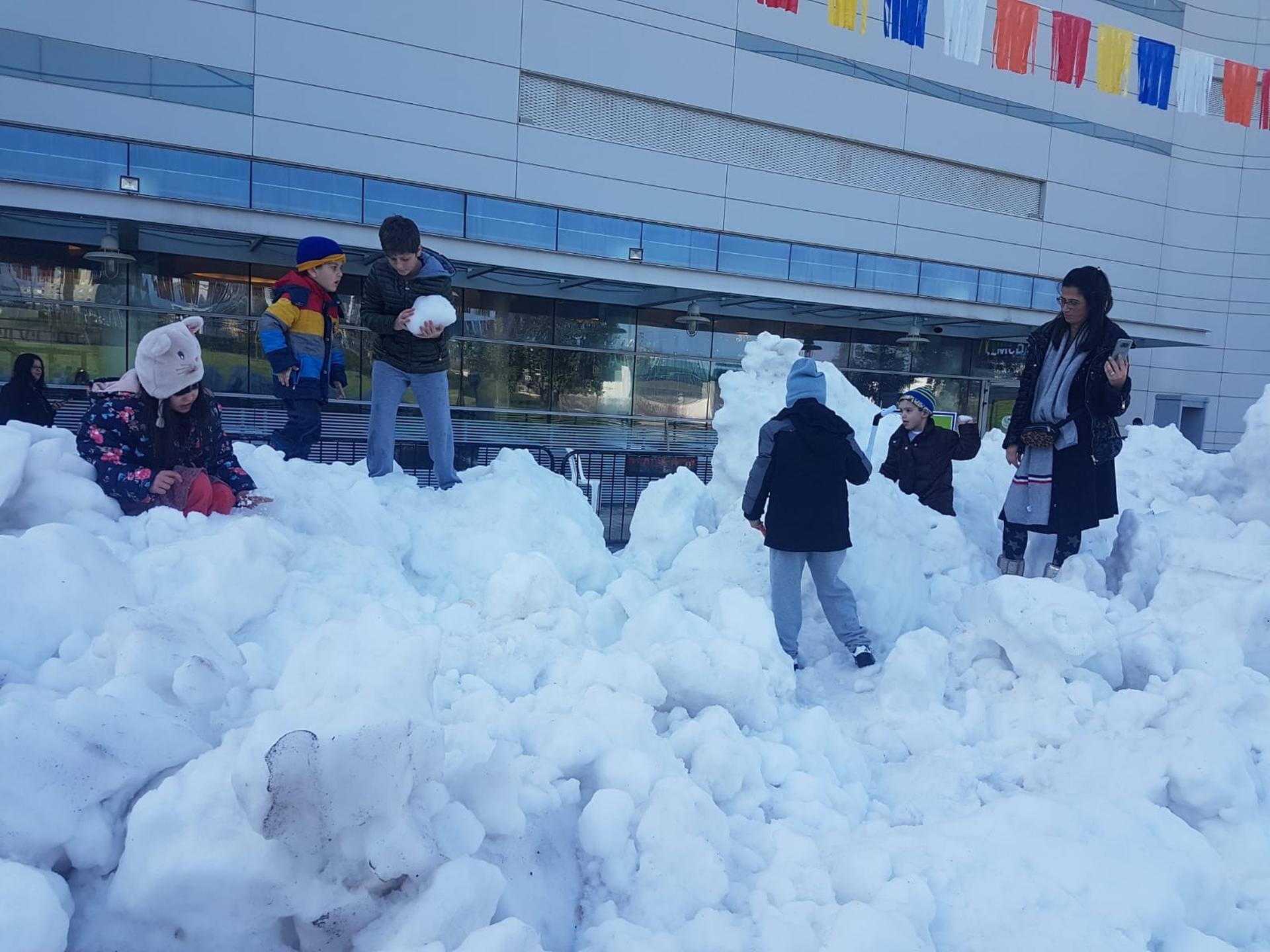 השלג מגיע לקניון עיר ימים