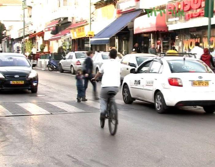 רוכבי אופניים בעיר