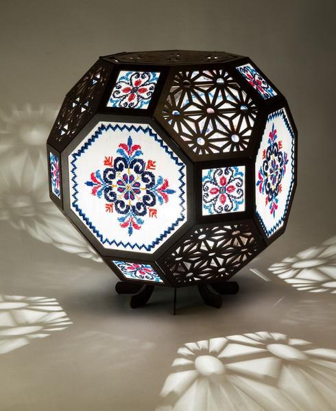 מייסון סווילם בשיתוף עם ״ארטיזנה״ סדנה לעיצוב רקמה ועבודות יד, לחישות מורשת