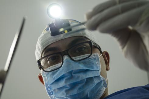 רופא שיניים. ההרדמה נגמרה