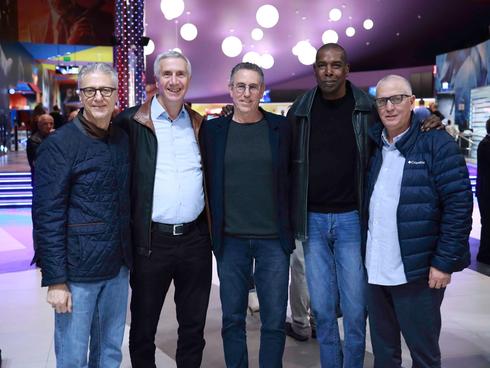 מוטי ארואסטי, אולסי פרי, מנכ״ל טולמנ׳ס שוקי שוורץ, מנכ״ל ובעלים ניופאן, צביקה גיור ומיקי ברקוביץ
