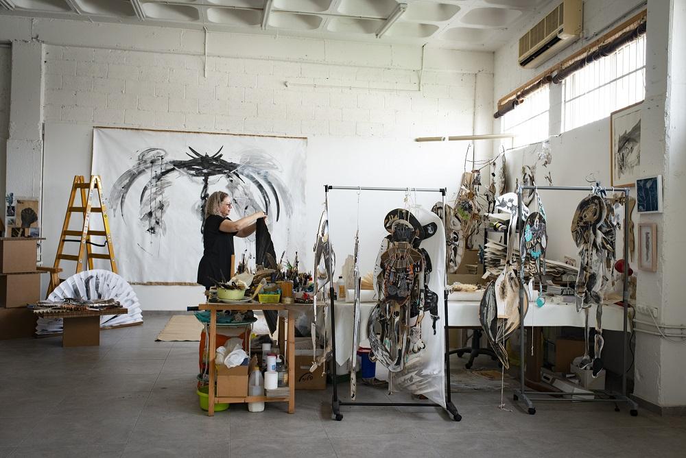 לוסי אלקיויטי, אמנית רב תחומית