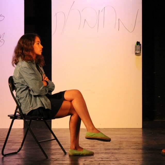 נעה אוחיון מתוך ההצגה צ'אט רום בהפקת בימת הנוער של רחובות