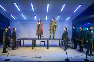 אנטיגונה בעיבוד בימתי עכשווי בהפקת בית הספר למשחק גודמן
