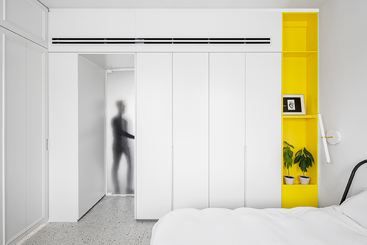 כתם צבע צהוב והרבה פתרונות אחסון