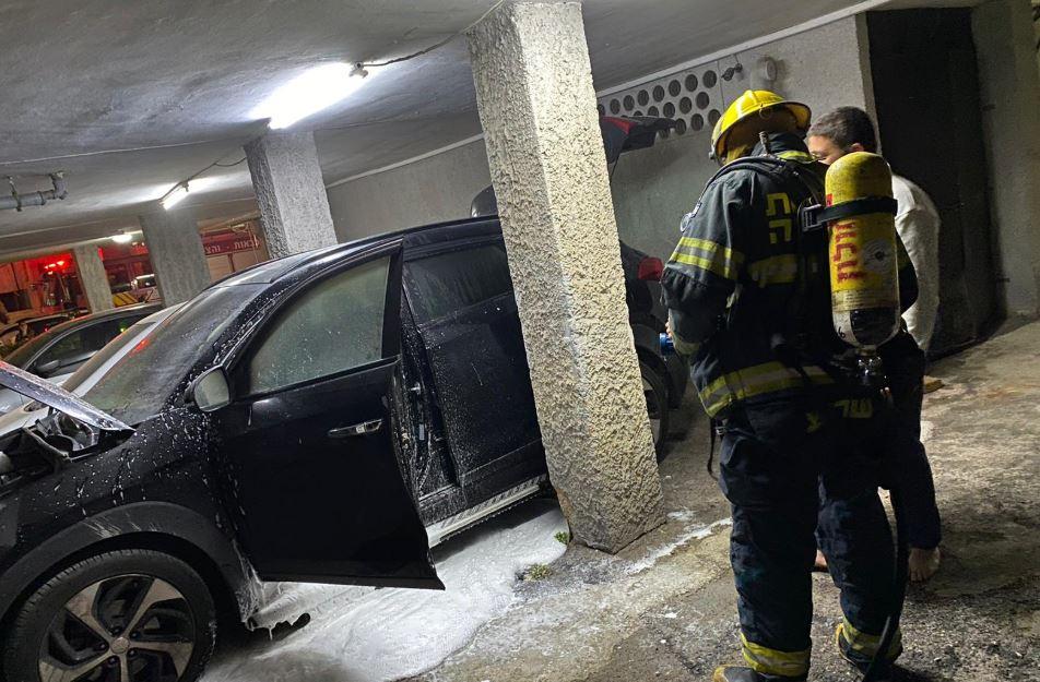 רכב עלה באש ברחוב החשמונאים בחולון