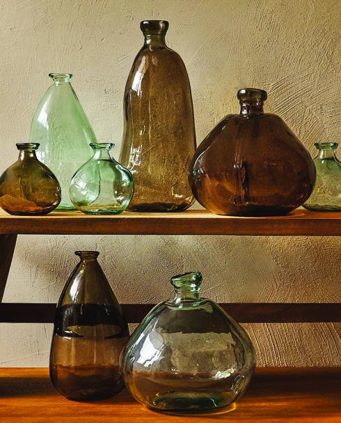 פריטים עשויים מזכוכית ממוחזרת מתהדרים במראה ייחודי, אחר מפס ייצור המוני. ZARA HOME .