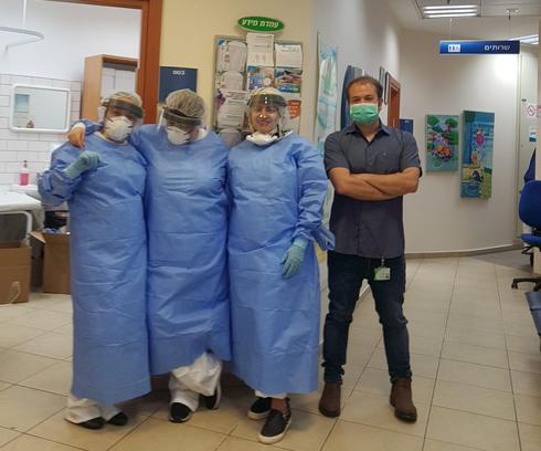 צוות מתחם בדיקות הקורונה במרפאת משכנות המוזיקה בראש העין