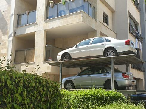 מכוניות ברחוב סנדר חדד