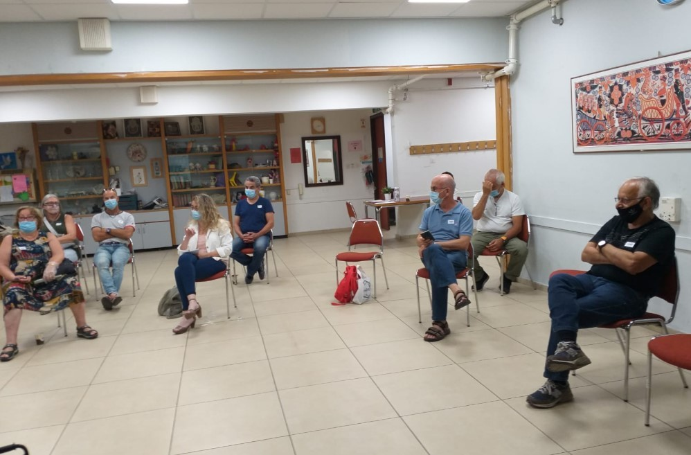 שיתוף ציבור בנושא התחדשות עירונית במתחם קוגל - אדריכל עידו אלונים ונציגות המתחם