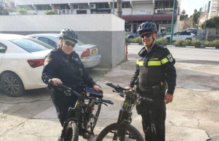השוטרים מסיירים ברחבי העיר