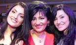 אנג'לינה בבדג'נוב ושתי בנותיה