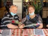 דיירי בית אבות משען חוגגים את יום האהבה