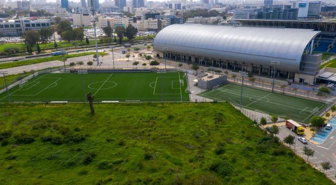 מגרשי אימון ליד האיצטדיון