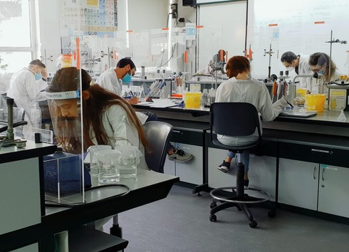 מעבדה בצל הקורונה - המכללה האקדמית הדסה