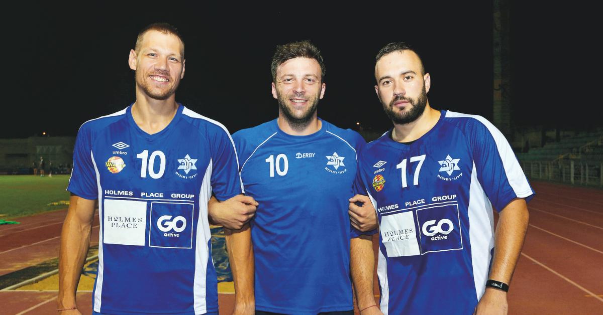 הזרים (מימין): ספונצ'יץ, מסטר וארטמונוב