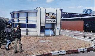 """דלל בתחנת הרכבת. """"קדימות לתחבורה ציבורית"""""""