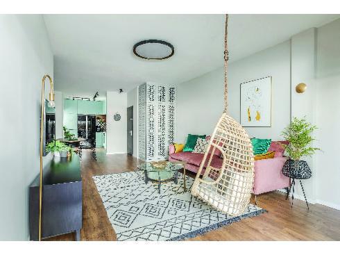 בית בעיצוב ריזורט בשילוב ארונות ריביירה. עיצוב: מיקה אלטר