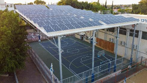 גגות סולאריים במוסד חינוך בעיר