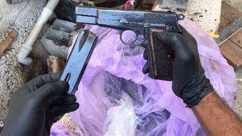 האקדח שנתפס בבית בכפר משהד