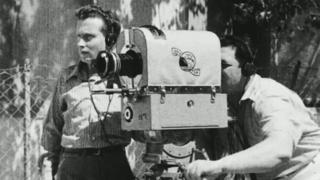 תמונה של נתן אקסלרוד מתוך האסופה ההיסטורית - לאן נעלמו יומני הקולנוע