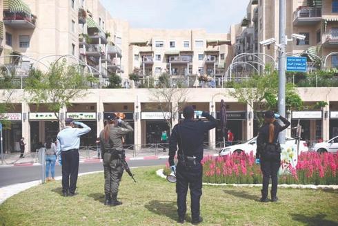 כוחות הביטחון בהצדעה