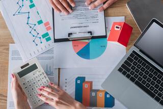 מה ההבדל בין הלוואה בנקאית לחוץ בנקאית?