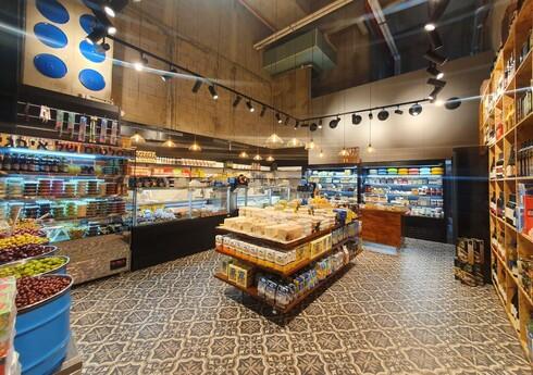 כ-400 גבינות  מרחבי תבל וממחלבות בוטיק ישראליות