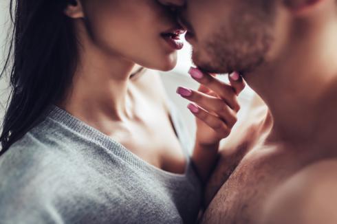 סקס אהבה בני זוג נשיקה