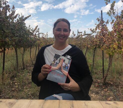 אורלי גולדשטיין  מחברת הספר פשוט סיפור ישראלי