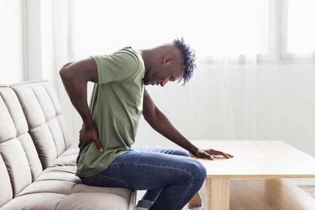הזרקה תחת שיקוף לטיפול בכאבי גב וצוואר