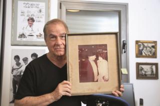 מיקי גולדנברג ותמונת הוריו