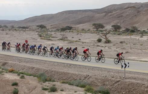 כ-1,000 רוכבים ורוכבות מקצועיים וחובבי רכיבה