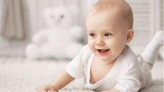 תינוק בלונדיני