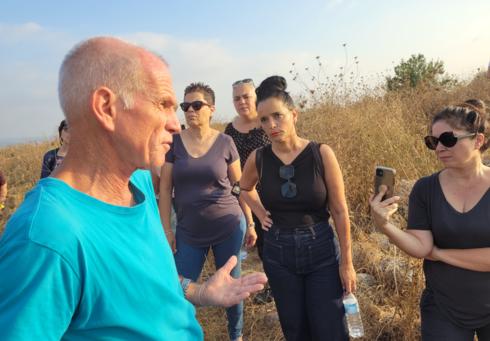 """איש החברה להגנת הטבע משה פרלמוטר נותן סקירה לח""""כ סאקס פרידמן"""