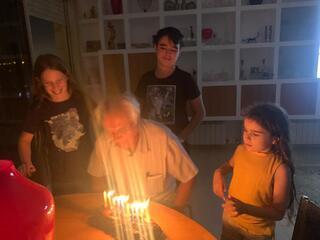 אירוע שני בבית עם רעייתו היקרה ילדיו ונכדיו
