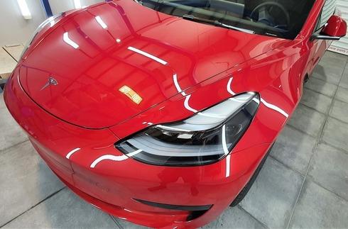 """""""הדיטיילינג הוא טיפול 10,000 לנראות, לניקיון ולהגנה החיצונית והפנימית של מרכיבי הרכב השונים. """""""