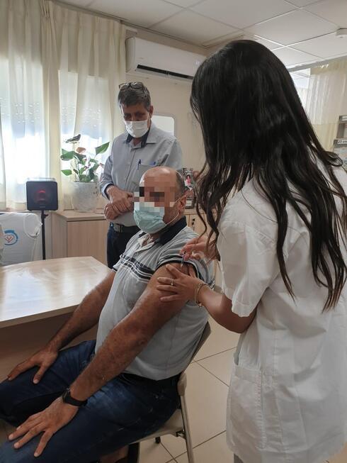 חיסונים במוקבלה בנוכחות רופא המרפאה