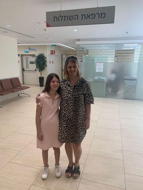 האם ובתה במרפאת ההשתלות