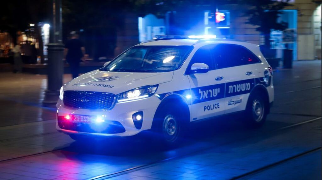 ניידת משטרה - תמונה מותאמת פייסבוק